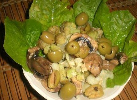 грибной салат с оливками