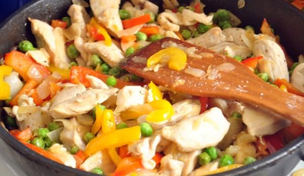 курица, тушеная с овощами