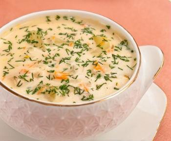 острый сырный суп с колбасой
