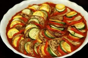 рататуй из овощей с соусом