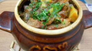 картофель в горшочках с мясом и грибами