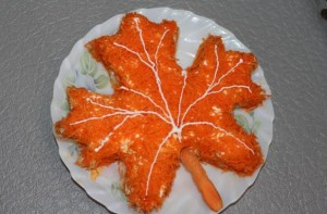 salat-klenovyiy-list
