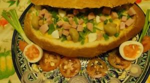 салат в хлебе тайник