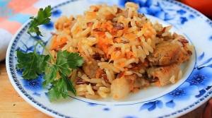 рис с курицей в горшочках
