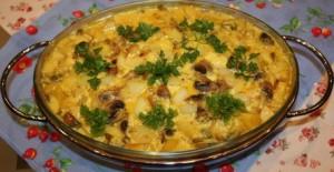 запеченный картофель с грибами и со сметаной