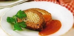 мясной рулет с макаронами