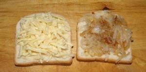 бутерброды с жаренным луком и сыром рецепт