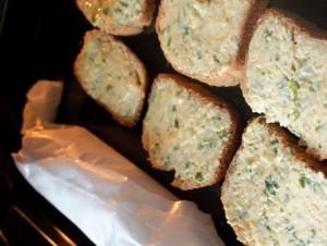 сырно-чесночные бутерброды приготовление