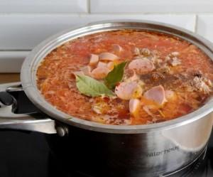 московский борщ со свининой и сосисками